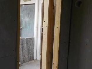 防音室の扉の取り付け用枠取付
