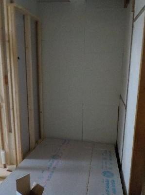 押入の防音室の壁
