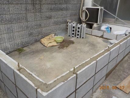 ベースメントのためのコンクリートブロック積み