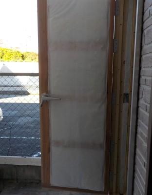 防音扉の補強 吸音材の入れ込みと表面材の張り付け