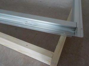 窓を内側に2重にする 新設のアルミ枠にシリコーン塗布