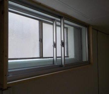 窓を内側に2重にする 新設の窓のガラス戸を閉めたところ