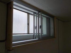 窓を内側に2重にする 新設の窓にガラス戸を取り付けたところ