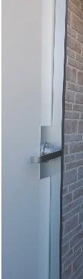 普通の扉を防音扉に補強桟付