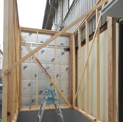 別棟の小さな防音室作り始めました