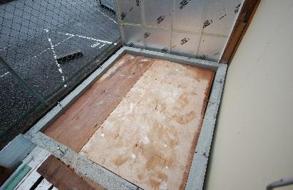 新しい防音室に仮の床