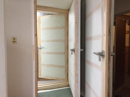 特許工法の防音室 外からも開けられる3重の扉