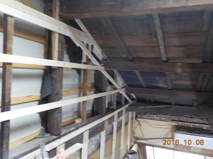 古民家風のお部屋の防音室 屋根付近の壁下地新設