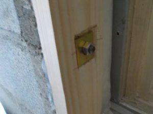 コンクリートブロックの防音扉の枠 固定方