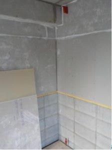 内ら側の防音室の図面を作るために垂直の測定