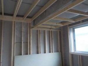 内側の防音室の壁ができて天井部分を製作中