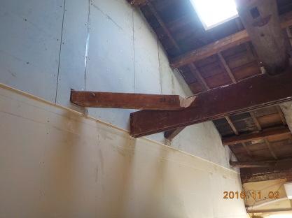 古民家風防音室の石膏ボード張り 屋根付近2枚目