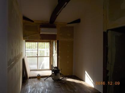 古民家風の防音室はただ今クロス貼り中 暖かいです。