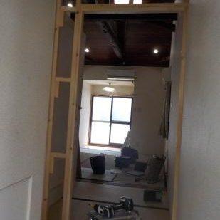古民家風防音室に前室を作るため扉を設置する 下地完成