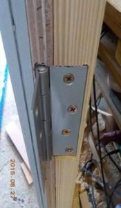 防音室の防音扉の丁番