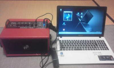 防音性能再生用パソコンとベースギターアンプ