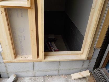 防音室の入り口の下地下部