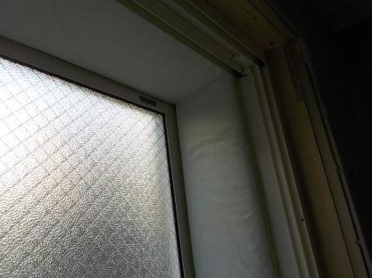 窓の防音 窓周りにグラスウール張り完成