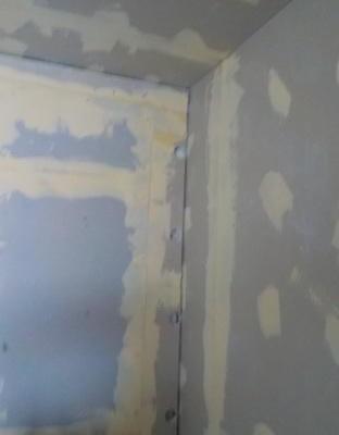 防音ブースとお部屋の壁の間はどうあるべきか