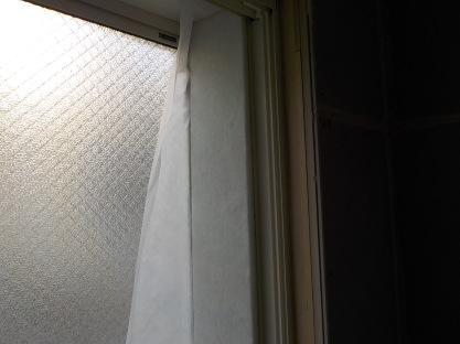 窓の防音 窓周りにグラスウール張りグラスウール押し込み