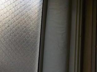 窓の防音 窓周りにグラスウール張り不織布の巻き込み