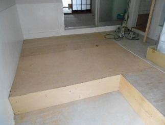 防音室付きバイク置き場を床貼りに