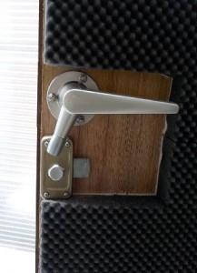防音室の設備 防音室の鍵内側