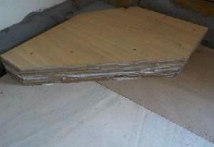 ファンデーションに柱型が出っ張っていた時の対処 塞ぐように4枚貼りネジ止め対処完了