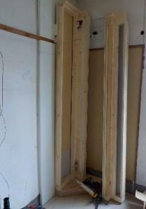 お部屋の中に新しい防音室を作るスーパーストラクチャー壁編|壁の建て込み、垂直の確認