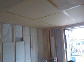 お部屋の中に新しい防音室を作るスーパーストラクチャー壁編|吸音材を隙間に挿入する