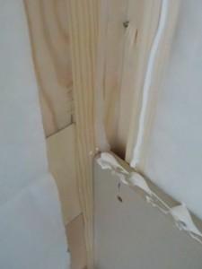 お部屋の中に新しい防音室を作るスーパーストラクチャー壁編| 内側の一枚目の壁を張るために接着材とシール