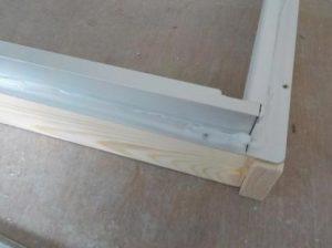 窓を内側に2重にする 新設のアルミ枠外側にシリコーン塗布