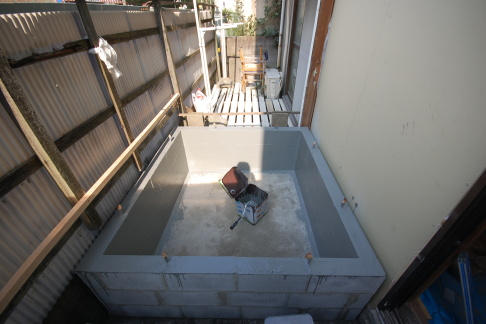別棟で防音室を作る場合は基礎をしっかり重いものを作ること