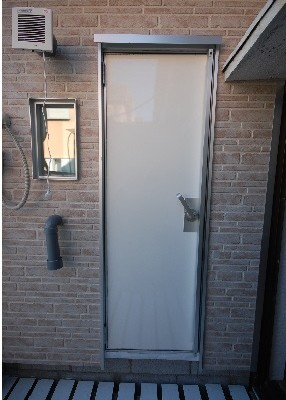 普通の扉を防音扉に