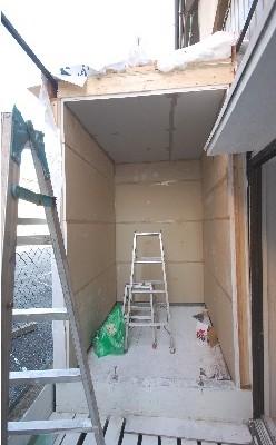防音室の内側の壁を張り始めました