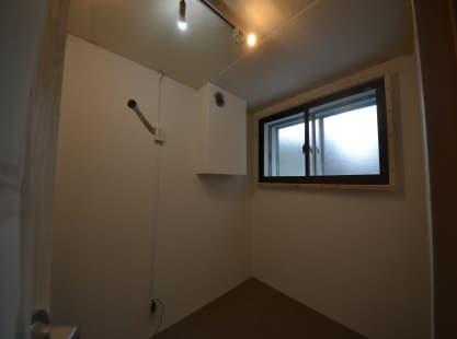 専用防音室のある2DKマンション 防音室窓向きエアコンはまだ取り付けていません