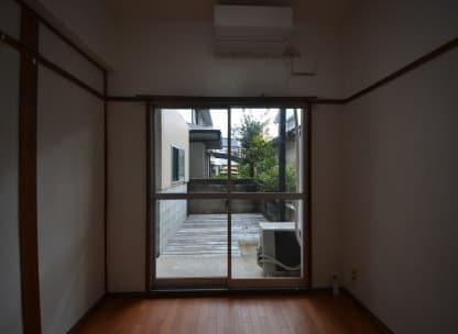 専用防音室のある2DKマンション 窓からウッドデッキ