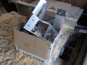 防音室の吸音板押さえ木材取付金具
