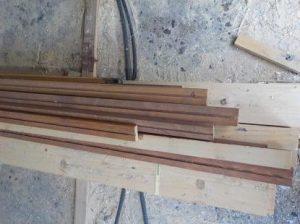 防音室の吸音板押さえ木材