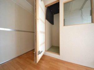 防音室付アパート 防音ブース扉を上げたところ