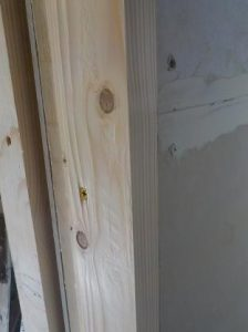 扉枠の設置後