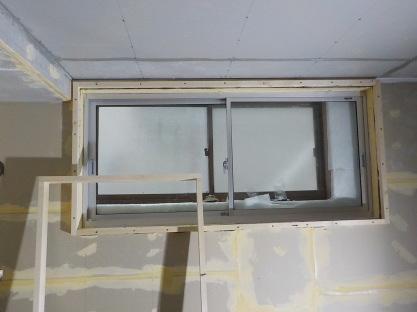 窓を内側に2重にする 取り付ける所に枠を取り付ける