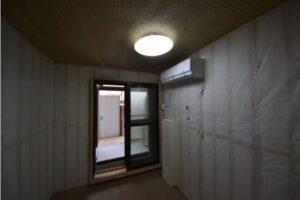 防音室付きロフト付きアパート 防音室奥から3重扉ベランダ窓開いた時