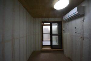 防音室付きロフト付きアパート 防音室奥から3重扉開いた時