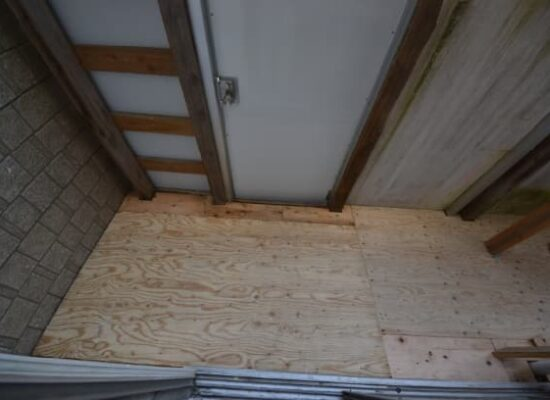 防音室付きロフト付きアパート 入口ベランダ床