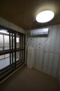 防音室付きロフト付きアパート 3重の扉横から