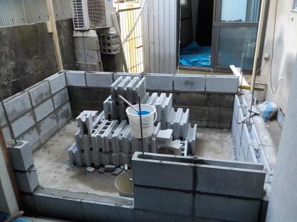防音室の外壁下部はコンクリートブロック
