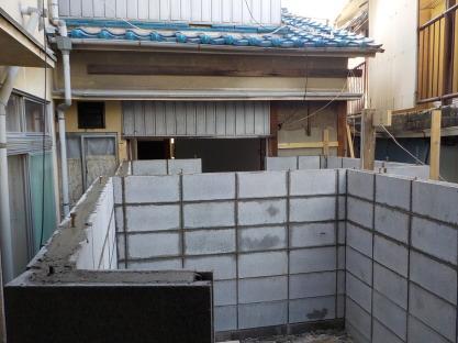 連棟式防音室コンクリートブロック壁積み10段目完成