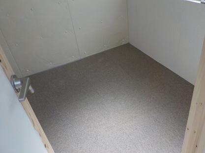 防音室の床 タイルカーペット敷きました