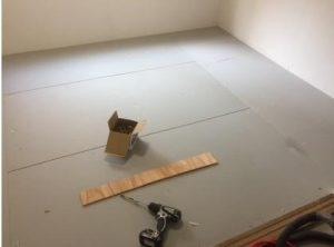 床の防音補強 3枚をネジ止め固定
